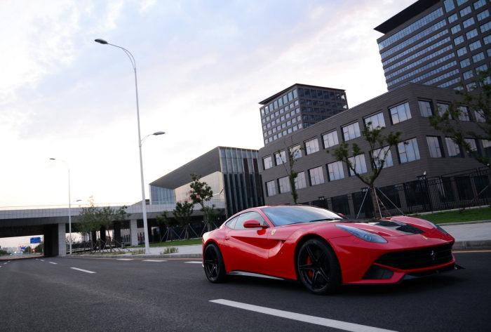 烈焰红马 DMC重塑法拉利F12
