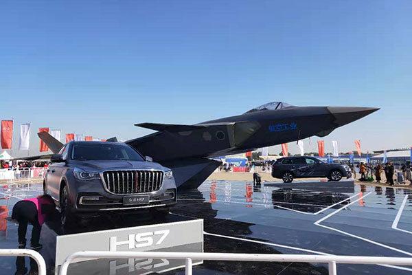 红旗HS7与歼20一同亮相 庆祝空军成立70周年活动举行