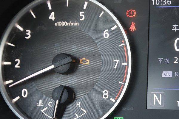 发动机故障灯亮了怎么办?看了这些,也许根本不用去4S店