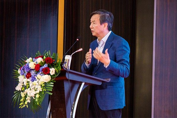 全国政协委员、国务院发展研究中心原副主任卢中原发布《贸易战和2020年中国经济形势》主题演讲
