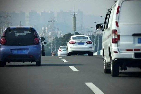 开车的时候,有人一定要插去你前面,你会怎么办?