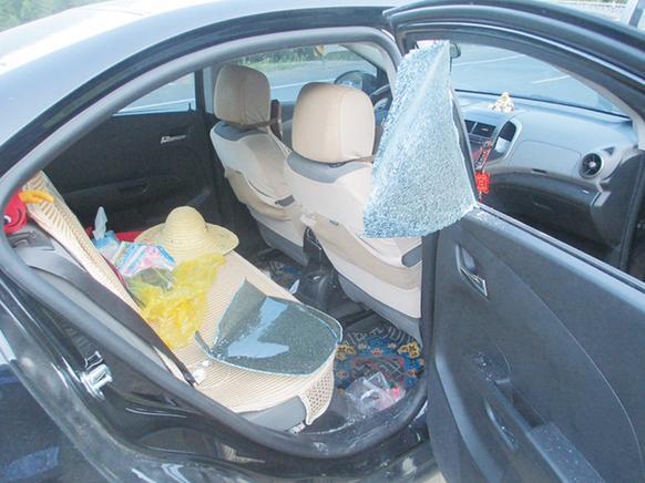 砸车窗盗窃.jpg