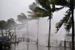 """尼玛啊!!!""""威马逊""""台风来了,台风天行车要注意些什么呀?"""