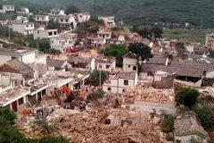 开车遇到地震如何自救?