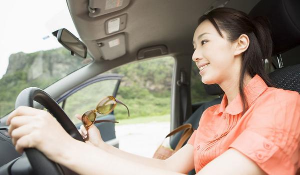 女人开车.jpg