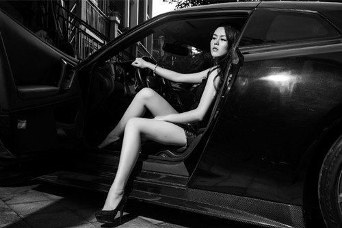 美女坐改装车漂移视频