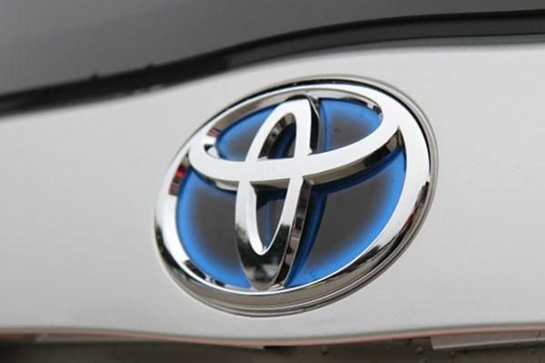 丰田混合动力车型特有的蓝底丰田车标