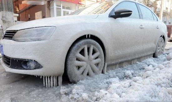 被冻住的车