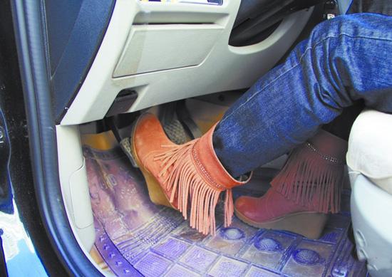 坡跟鞋开车
