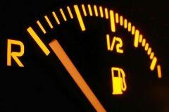 汽车油量不足还能坚持行驶多久?