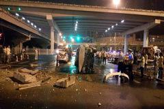 听说北京路虎醉架掉桥砸车???
