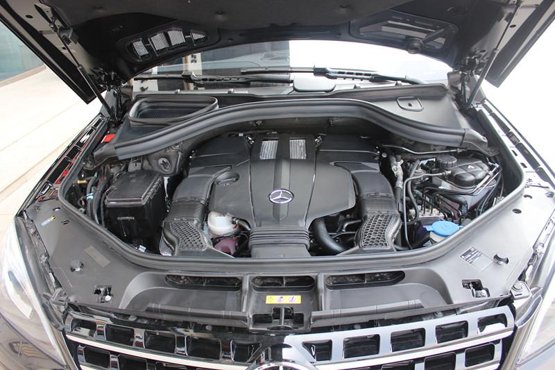 ML400发动机舱