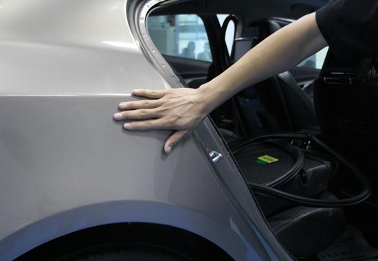 牛车二手车评估师检测出君越事故车