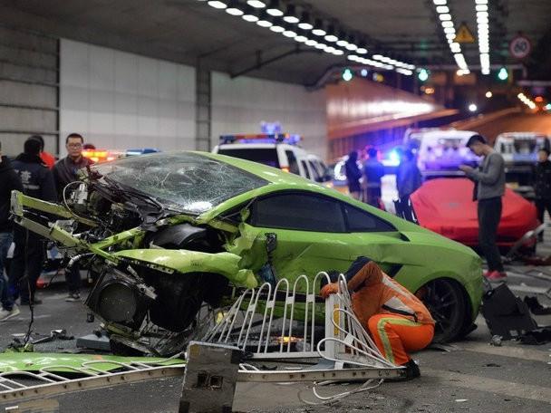 法拉利458和兰博基尼Gallardo相撞