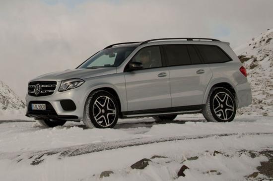 2017-Mercedes-Benz-GLS550-4Matic-parked-in-snow.jpg