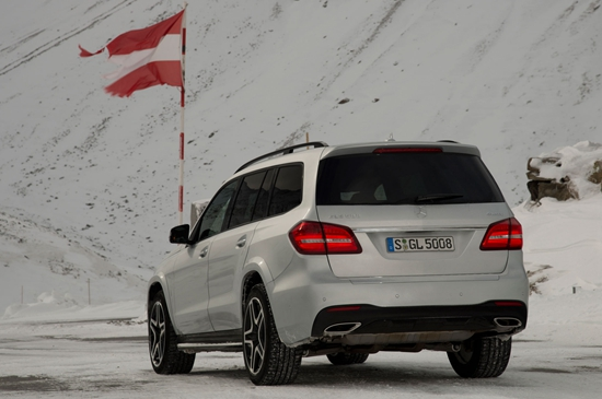 2017-Mercedes-Benz-GLS550-4Matic-rear-side-view-with-flag.jpg