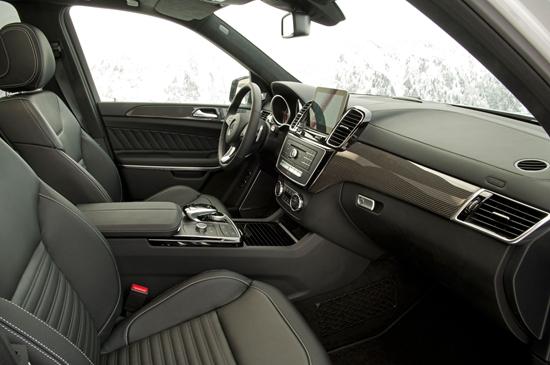 2017-Mercedes-Benz-GLS550-4Matic-interior-from-passenger-seat.jpg