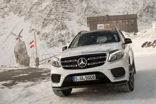 2017-Mercedes-Benz-GLS550-4Matic-front-view.jpg