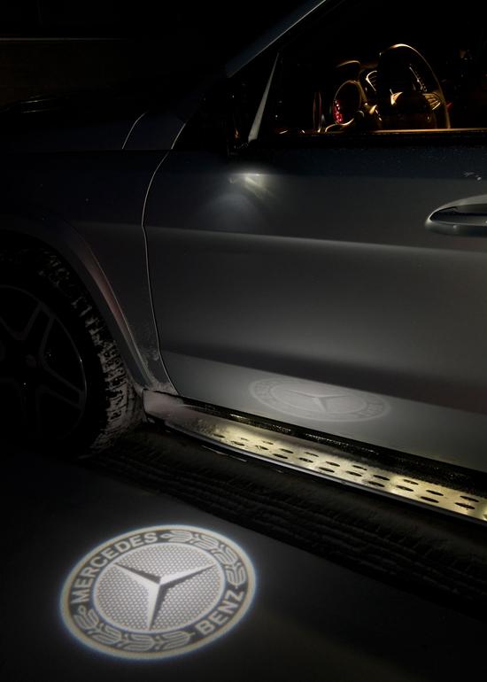 2017-Mercedes-Benz-GLS550-4Matic-light-projection-view.jpg