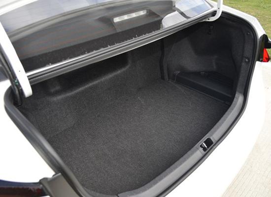 卡罗拉双擎后备箱
