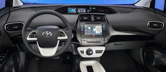 2016款丰田普锐斯