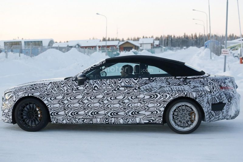 mercedes-amg-c63-convertible-spy-photo.jpg