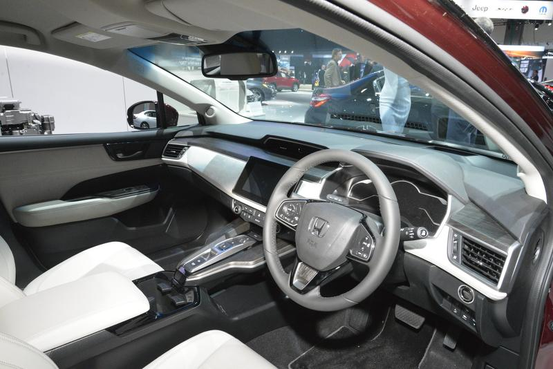 honda-clarity-fcv-us-spec.jpg