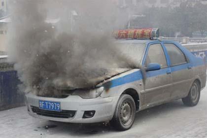 引擎冒浓烟