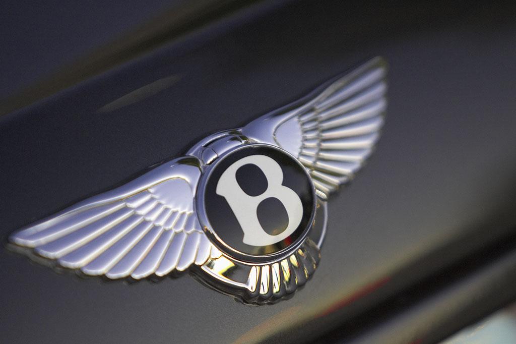 劳斯莱斯标���+�.�9.b_劳斯莱斯的品牌标志是两个字母\