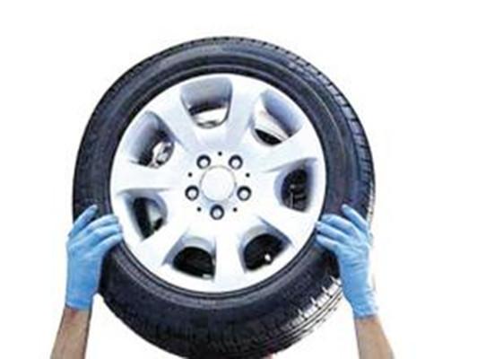 正确的做法是,至少每个月一次检查所有轮胎在冷却情况下的气压.图片