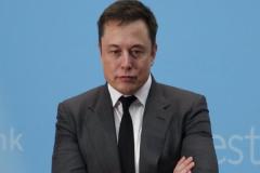 Tesla自动驾驶最近频繁出事故,大家怎么看待这个现象?